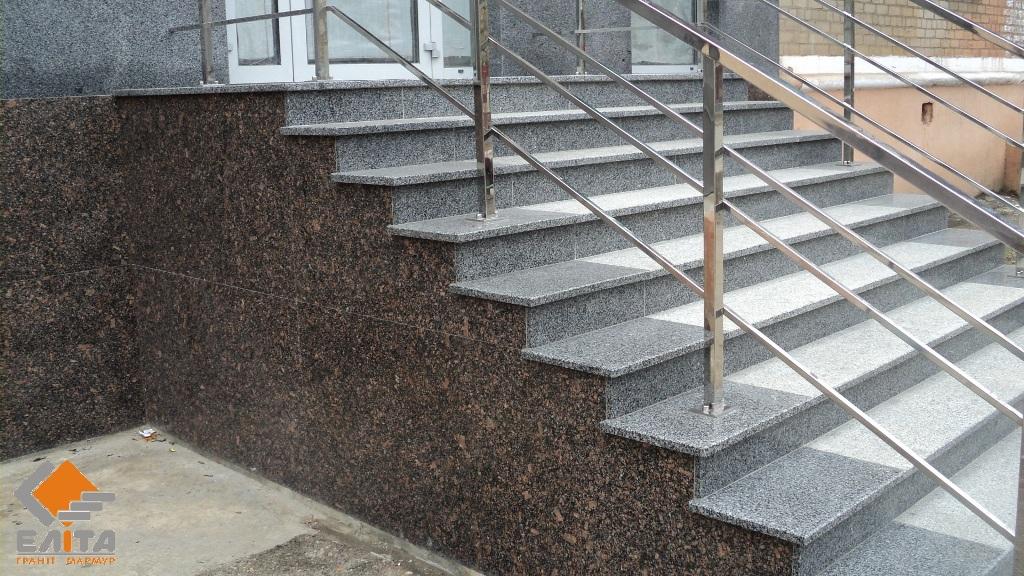 Укладка гранита на лестницы