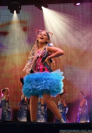Алина Овчаренко в финале детского фестиваля «Черноморские игры» с песней «Луиза»